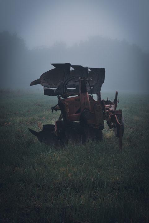 Pflug im Nebel