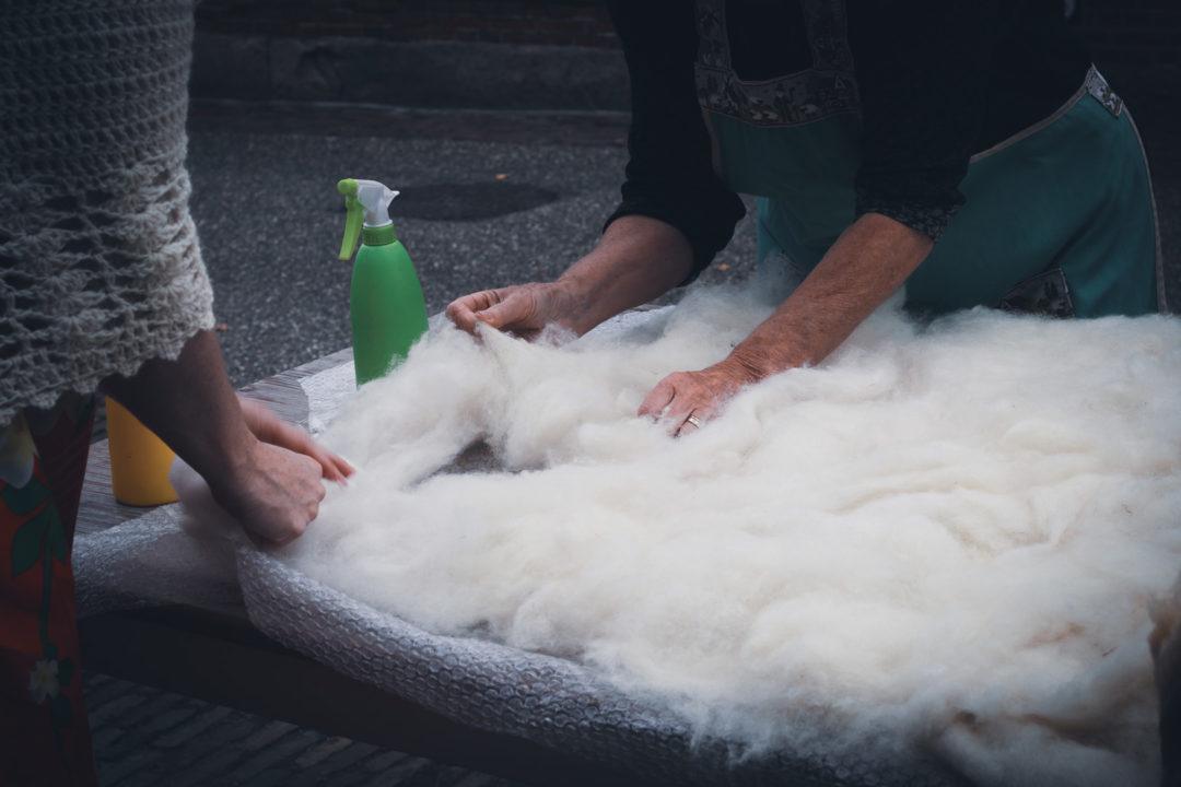 Kardierte Wolle auslegen